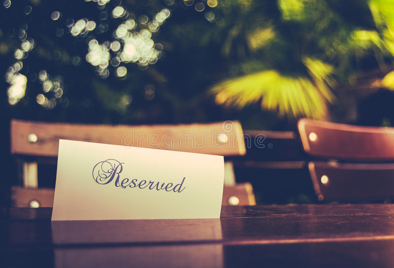 Wijnoogst Gereserveerde Restaurantlijst stock afbeelding