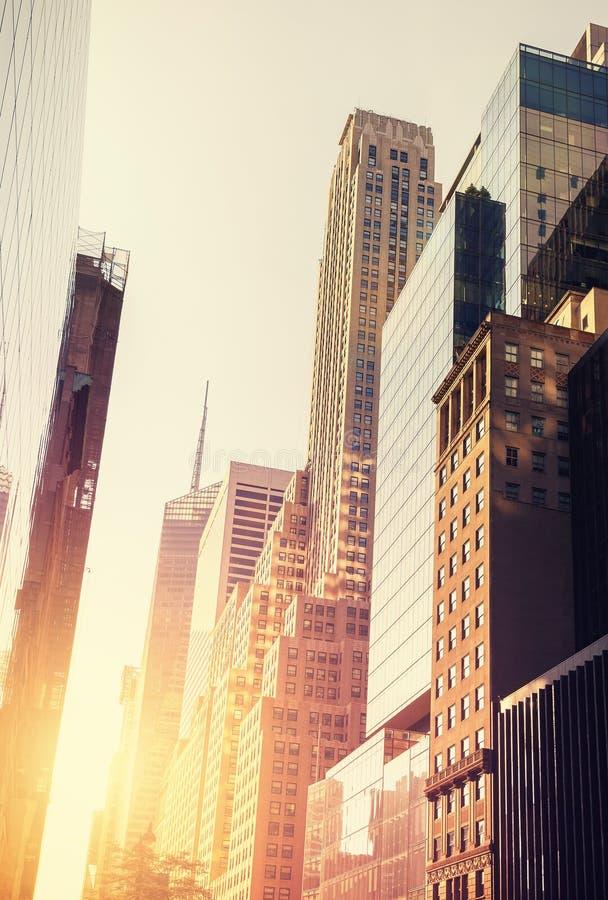 Wijnoogst gestemd beeld van Manhattan bij zonsondergang royalty-vrije stock afbeeldingen
