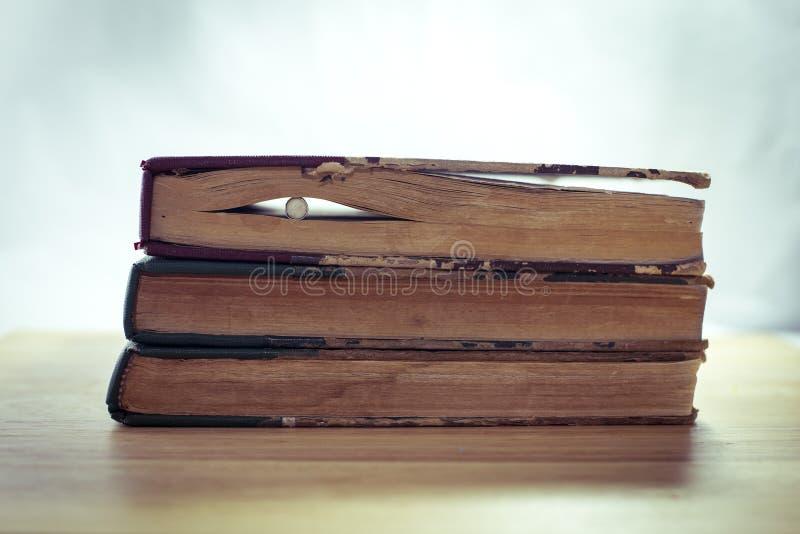 Wijnoogst van oude boeken royalty-vrije stock fotografie