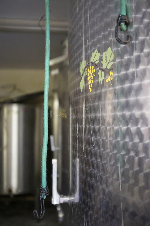 Wijntanks in een faciliteit van de wijnproductie, Apremont, Savooiekool, Frank royalty-vrije stock foto