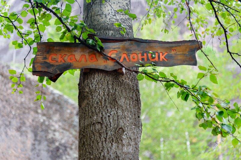 Wijzer aan de olifantsrots Russisch de Aardheiligdom van reservestolby Dichtbij Krasnoyarsk royalty-vrije stock afbeelding