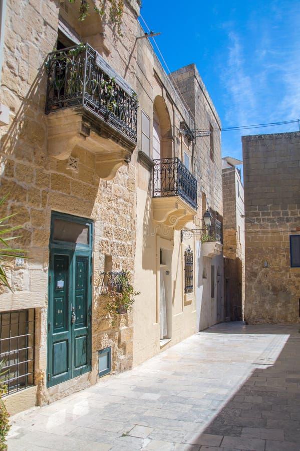 Wiktoria przy Gozo wyspą Malta, Maj, - 8, 2017: Budować przy kapitałem Gozo wyspa w Malta zdjęcia stock