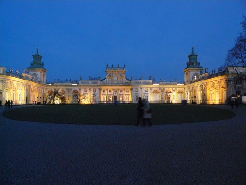 Download Wilanow Royal Palace Zimy Noc Warszawa Obraz Stock - Obraz złożonej z pałac, drzewa: 106923349