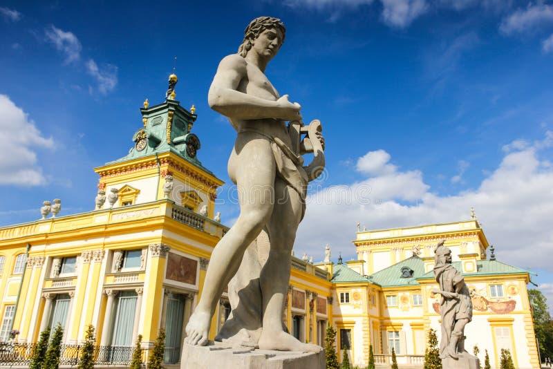 Wilanow slott & trädgårdar. Skulptur av Apolo. Warsaw. Polen. royaltyfri foto