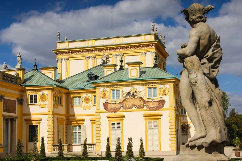 Wilanow slott & trädgårdar. Sundial på väggen. Warsaw. Polen. royaltyfria foton