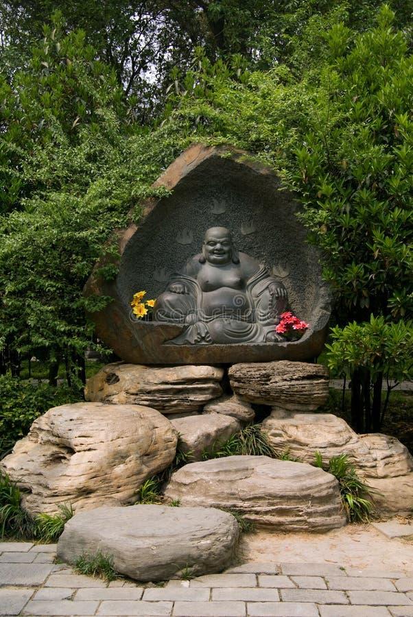 wild lycklig pagoda buddha för jätte- gås arkivbilder