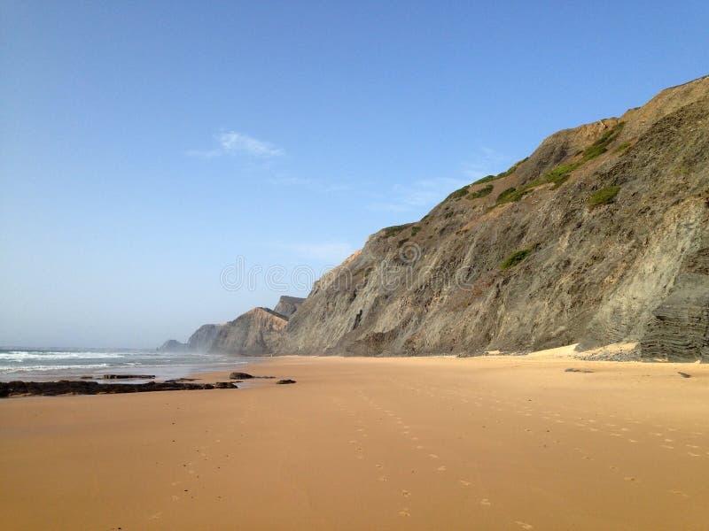 Wild Oceaanstrandlandschap dichtbij Sagres, Algarve, Portugal stock foto