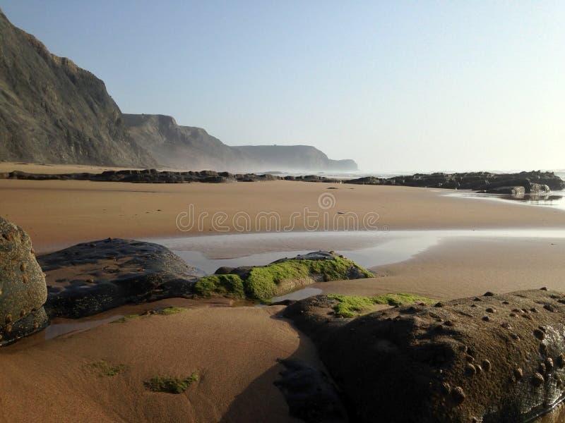 Wild Oceaanstrandlandschap dichtbij Sagres, Algarve, Portugal stock foto's