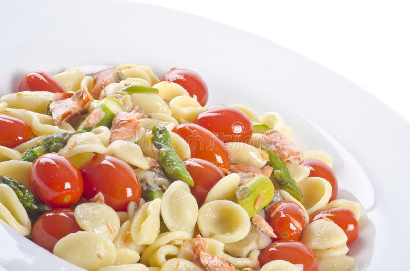 wild rökt grönsak för 6 pasta lax arkivbilder
