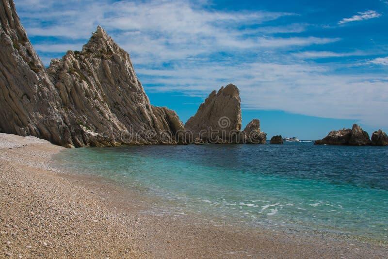 Wild strand in het gebied van Marche royalty-vrije stock foto's