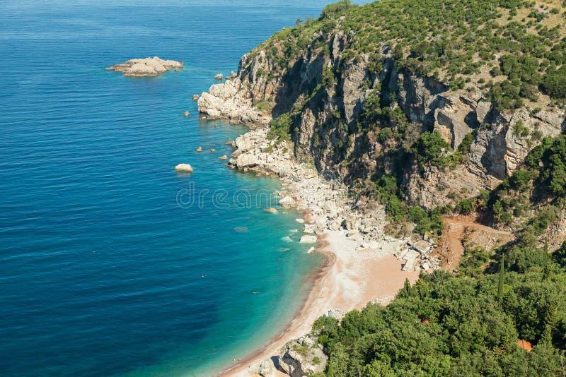 Wild strand op Adriatische Overzeese kust stock afbeeldingen