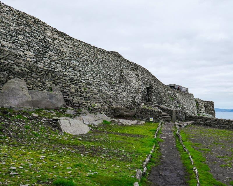 Wilde atlantische Weise: Skellig Michael Monastery: Beeindruckende, gut erhalten, einzigartige Iren Christian Settlement stockbilder