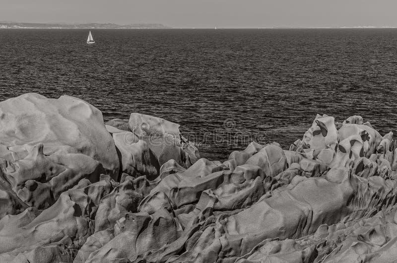 Wilde kustlijn, Testa-Kaap, Sardinige stock foto