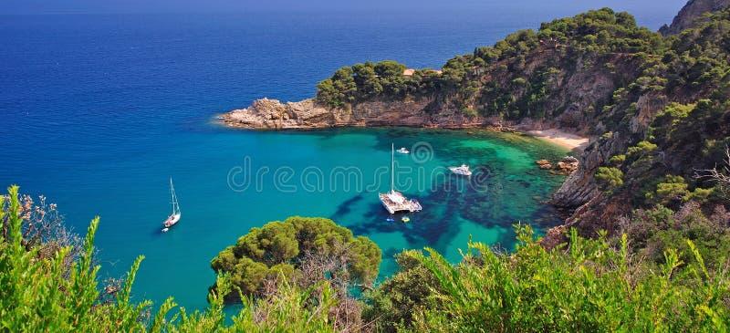 Wilde romantische Küste von Costa brava lizenzfreie stockfotografie