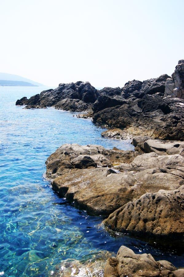 Wilde rotsachtige kust van Adriatic royalty-vrije stock afbeelding