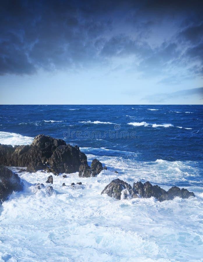 Wilde stormachtige oceaan royalty-vrije stock fotografie