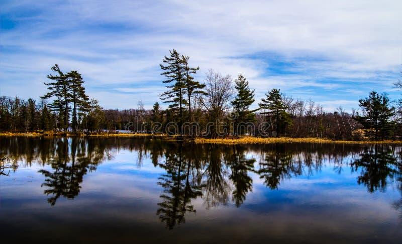 Wilderness湖反射 库存照片
