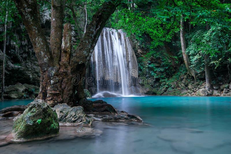 Wildernislandschap met Erawan-waterval Kanchanaburi, Thailand royalty-vrije stock foto's