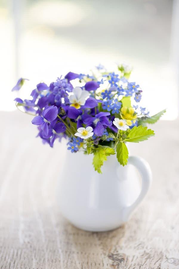 Wildflowerblumenstrauß lizenzfreie stockfotos