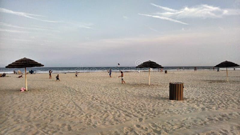 Wildwood grzebienia diamentu plaża przy półmrokiem obraz stock