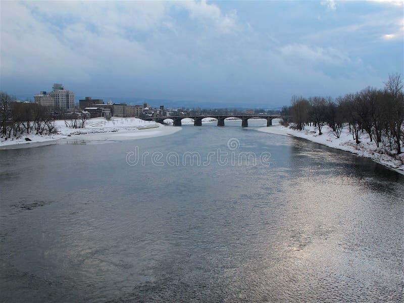Wilkes-barra y el río Susquehanna en invierno fotografía de archivo libre de regalías