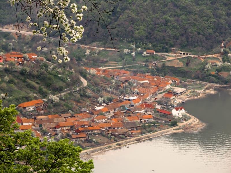 Willage de Dubova en Danubio fotografía de archivo