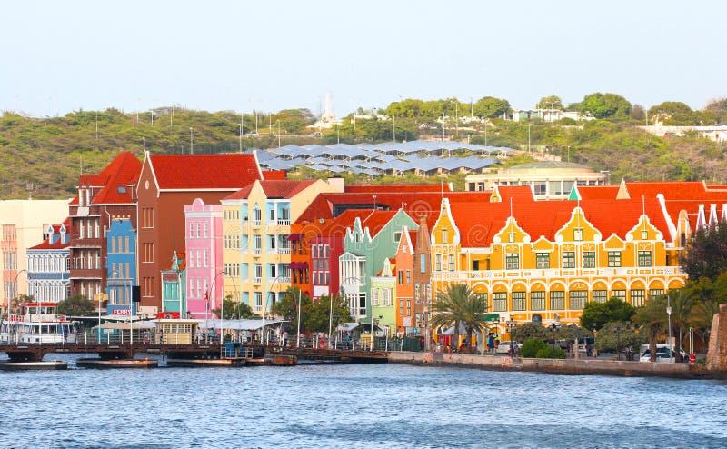 Willemstad, Curaçao, Países Bajos Antillas Casas coloridas y edificios comerciales de Punda, Willemstadr, en el Caribe fotos de archivo libres de regalías