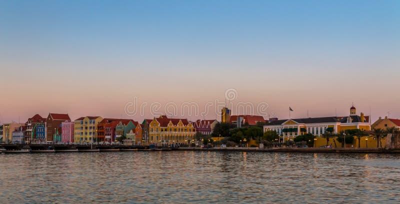 Willemstad no por do sol imagem de stock