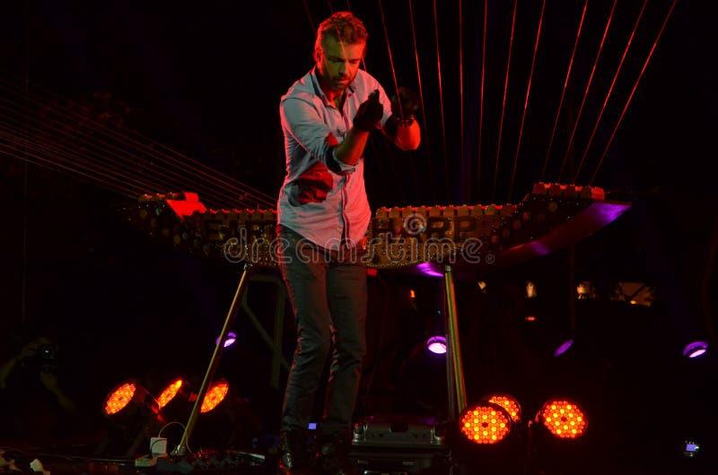 William στενός στο φεστιβάλ 2014 νύχτας της Σιγκαπούρης στοκ εικόνα με δικαίωμα ελεύθερης χρήσης