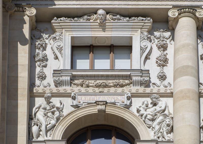 William Harvey esculpiu por Rossner, parte dianteira do museu da história natural, Maria-Thiersien-Platz, Viena, Áustria fotos de stock