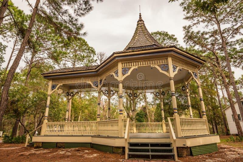Williams Park Bandstand i den Pinellas County arvbyn arkivbild