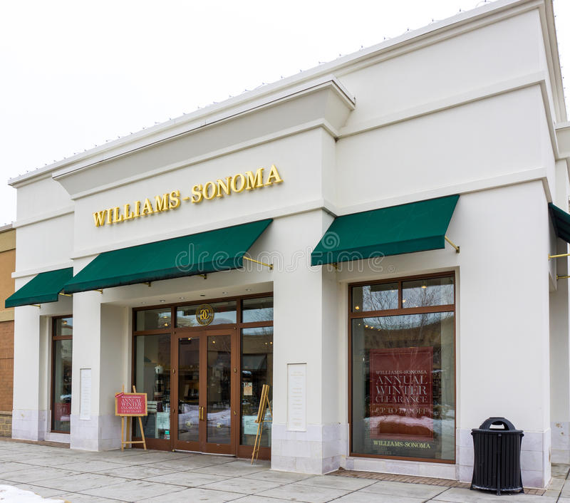 Williams-Sonoma Retail Store Exterior. MAPLE GROVE, MN/USA - JANUARY 16, 2015: Williams Sonoma retail store. Williams-Sonoma, Inc. is an American consumer retail stock photography