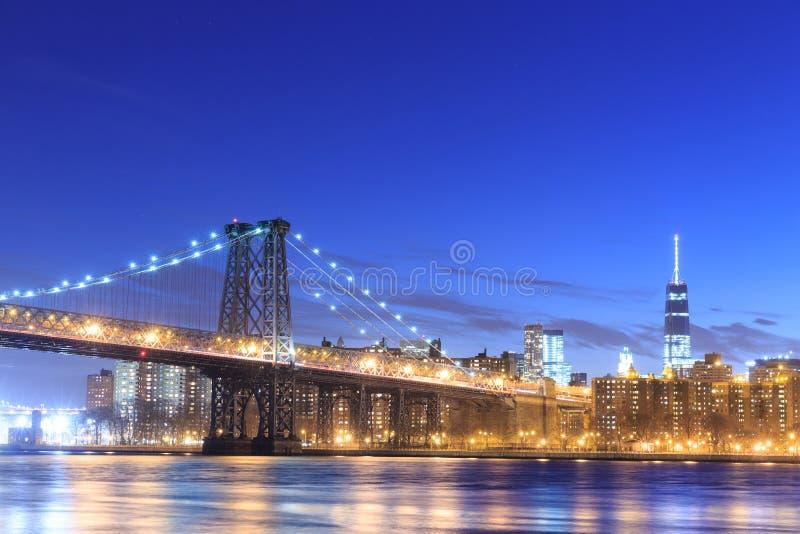 Williamsburg-Brücke mit New- York Cityskylinen lizenzfreies stockbild