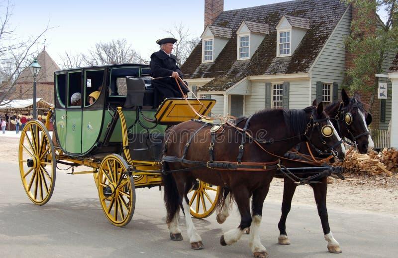 Williamsburg, VA: Koetsier, Paarden en Bus royalty-vrije stock fotografie