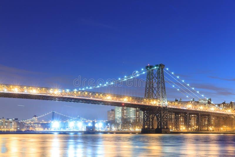 Williamsburgbrug met de stadshorizon van New York stock foto