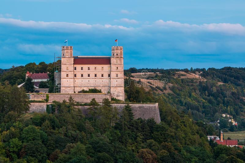 Willibaldsburgen ovanför Eichstätt royaltyfri fotografi