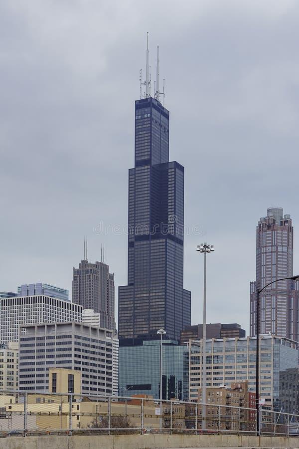 Willis Tower i en molnig dag royaltyfria foton