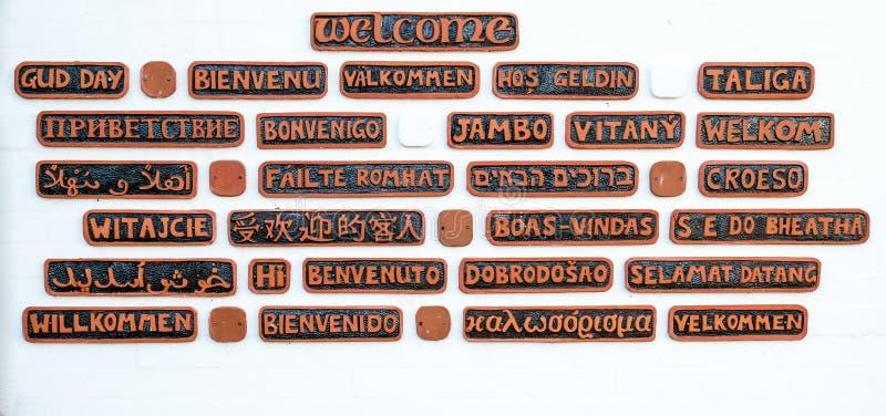 Willkommen in vielen Sprachen stockfotos
