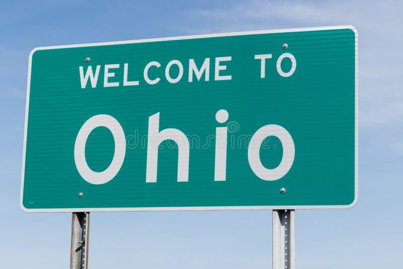Willkommen zu Ohio-Zeichen entlang einer Autobahn I lizenzfreie stockfotos