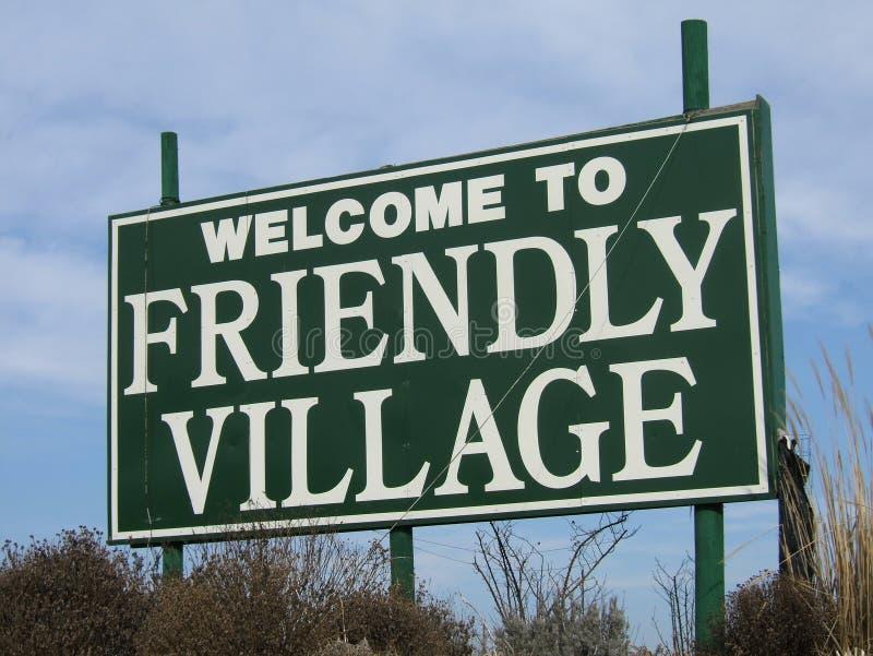 Willkommen zum freundlichen Dorf lizenzfreies stockbild