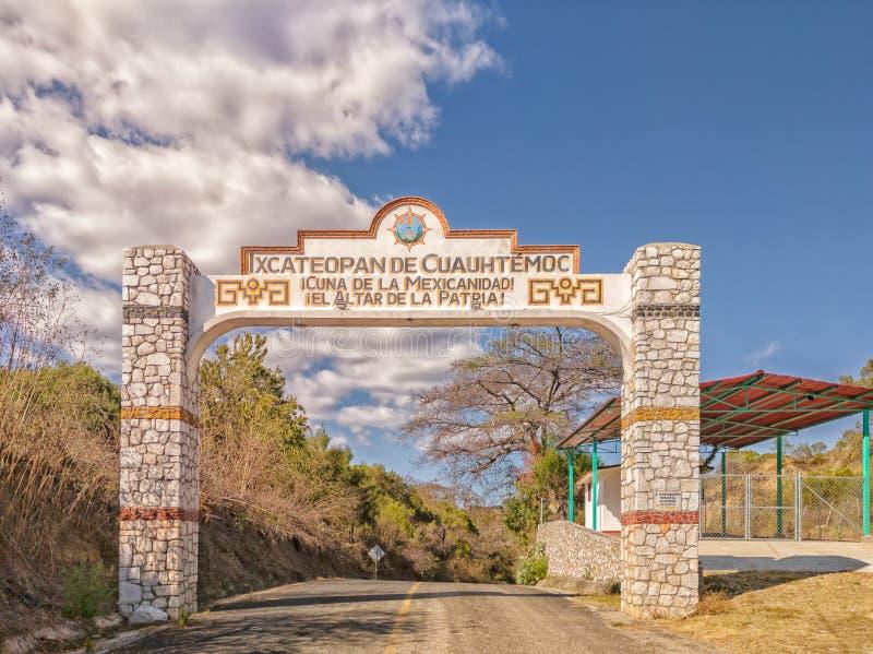 Willkommensschild, wie gesehen, wenn Ixcateopan de Cuauhtemoc, Guerrero angemeldet wird Reise in Mexiko lizenzfreie stockbilder