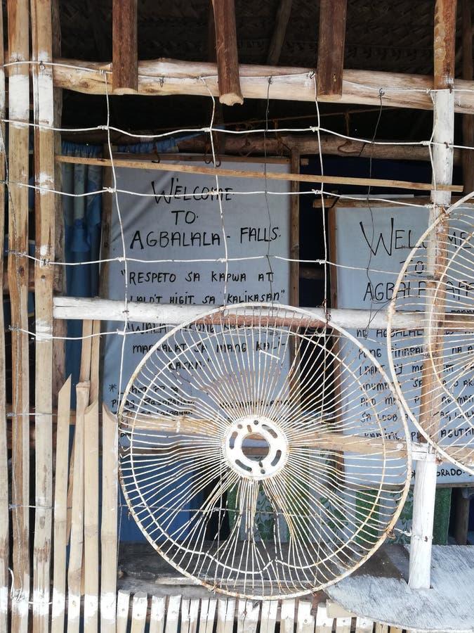 Willkommensschild zu Abalala-Fällen auf Mindoro lizenzfreie stockbilder