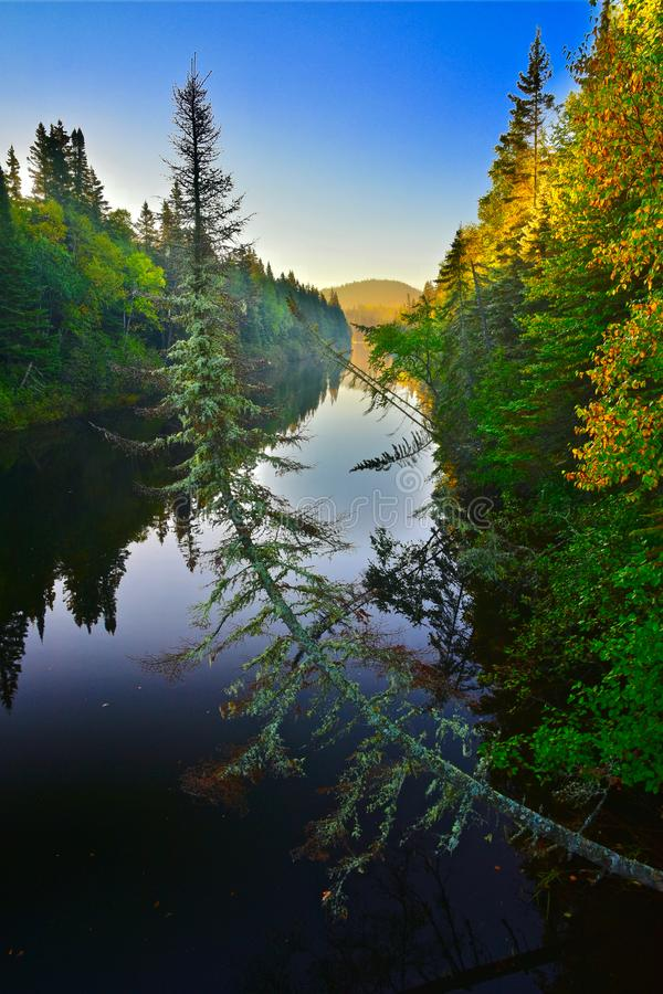 Willow River Sunrise, parque nacional de Pukaskwa, Ontario fotos de archivo