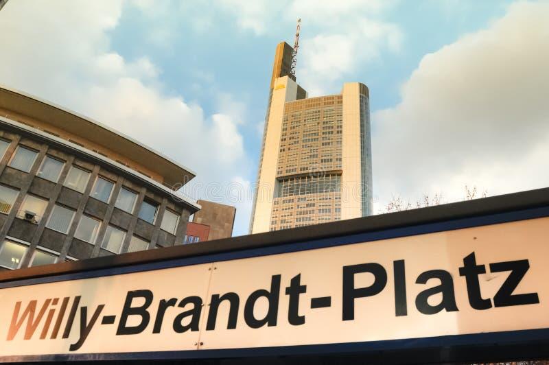Willy Brandt Platz imię w Frankfurt główny Niemcy - Am - zdjęcia stock