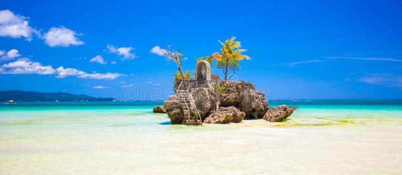 Willy rots op eiland Boracay, Filippijnen stock foto's