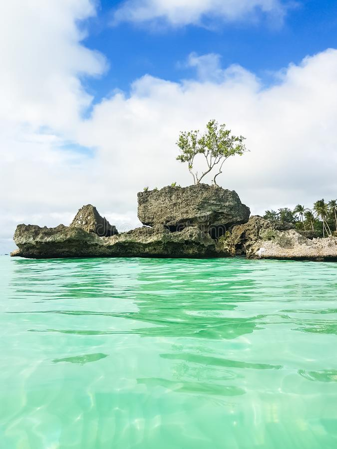 Willy ` s rots op het strand op Boracay-eiland, Filippijnen royalty-vrije stock fotografie