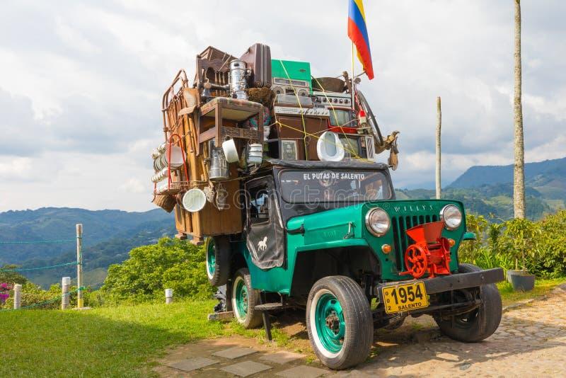 Willysjeep met het bewegen van lading Salento Colombia royalty-vrije stock fotografie
