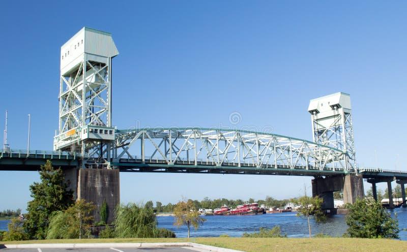 Wilmington, van NC de V.S. 25,2014 Augustus: De Herdenkingsbrug van de kaapvrees royalty-vrije stock foto