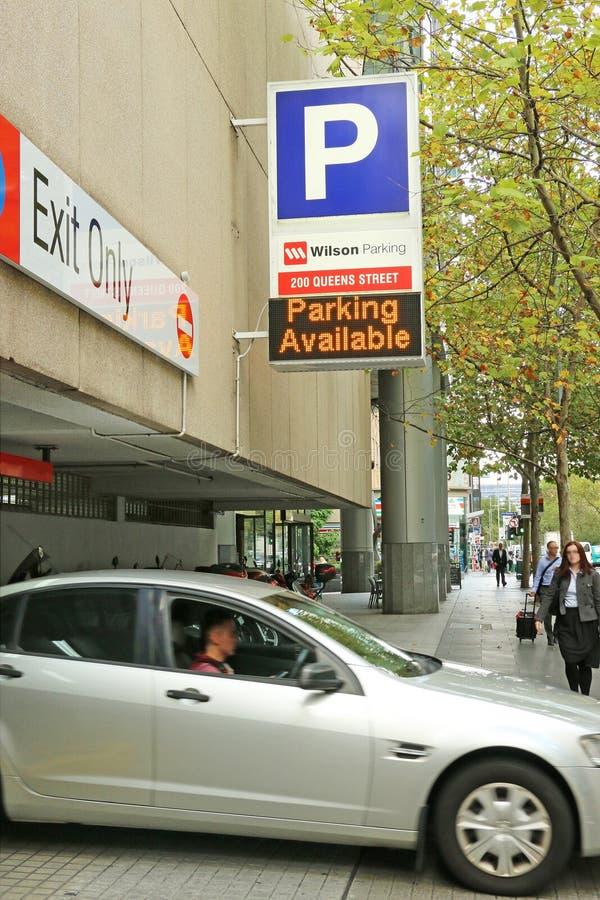 Wilson parking królowej Uliczna łatwość oferuje bezpiecznie 24 godzina samochodowego parking na przypadkowej lub miesięcznej pods obrazy royalty free