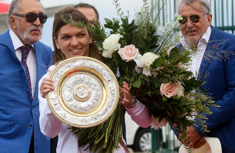 Wimbledon zwycięzca Simona Halep - przyjazd w Rumunia obrazy stock